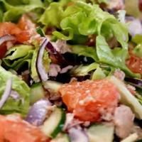 Вкусный салат с тунцом консервированным и с сельдереем стеблевым, рецепт