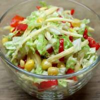 """Салат из пекинской капусты с редькой, огурцом, кукурузой и горошком. Рецепт """"Секретик"""""""