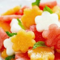 Рецепт: Фруктовый салат с арбузом и мятой